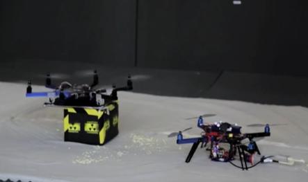 3Dプリンターで危険物を除去する虫のような動作をするロボットを作り出す。