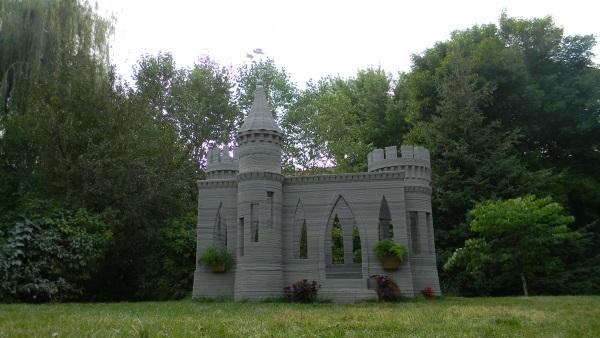 米・ミネソタ州で、3Dプリントによるキャッスルを個人宅庭に建設