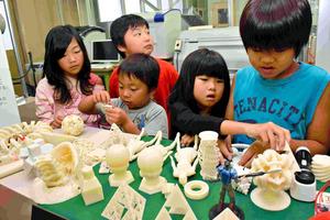大阪電気通信大学で3D印刷による子供達のフィギュア制作