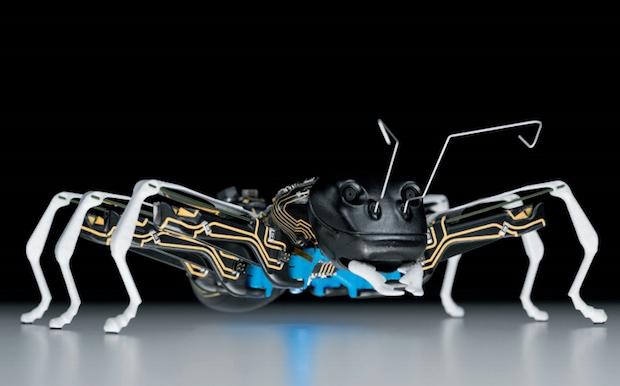 巨大なロボットアリ