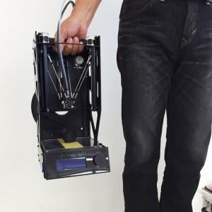 3Dプリンター「ニンジャボット・ナノ」 片手で運べる